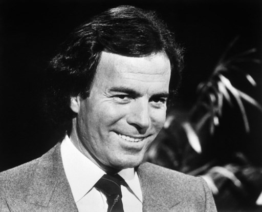 Portrait taken on October 22, 1982 in Amsterdam shows Spanish singer Julio Iglesias.   AFP PHOTO / AFP PHOTO / ANP / STRINGER